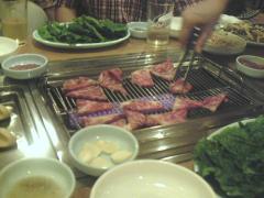 カルビを食べる