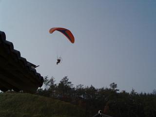 空を飛ぶ人