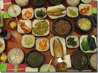 食膳いっぱいの韓定食