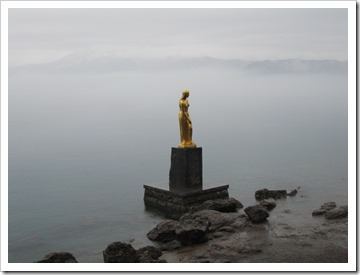 田沢湖のたつこの像